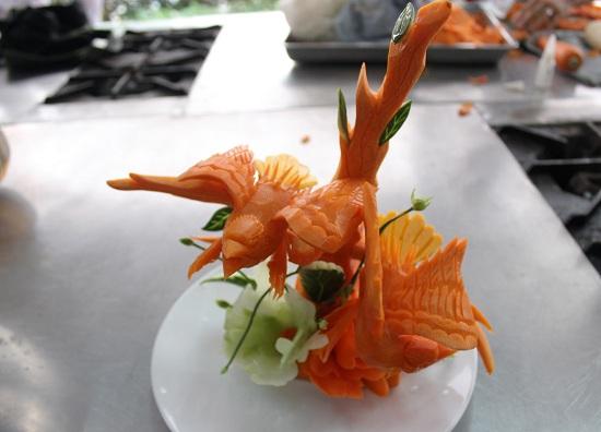 cắt tỉa cà rốt hình đại bàng