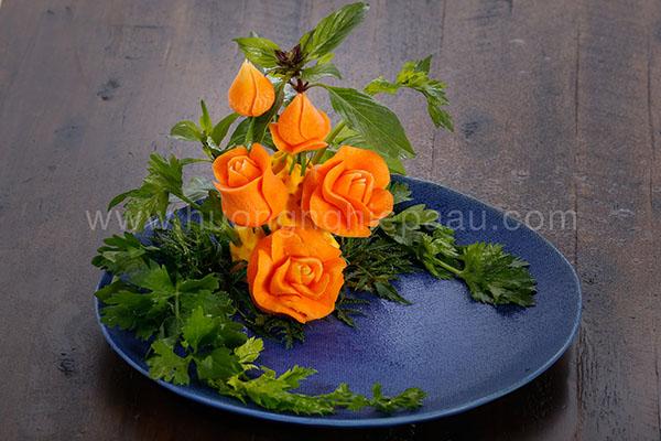 cắt tỉa trang trí món ăn hình hoa hồng