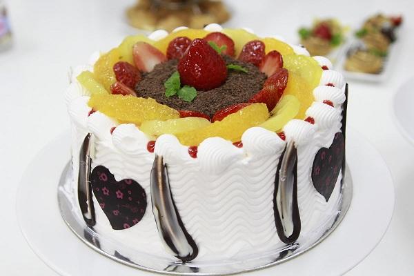 học làm bánh kem sinh nhật