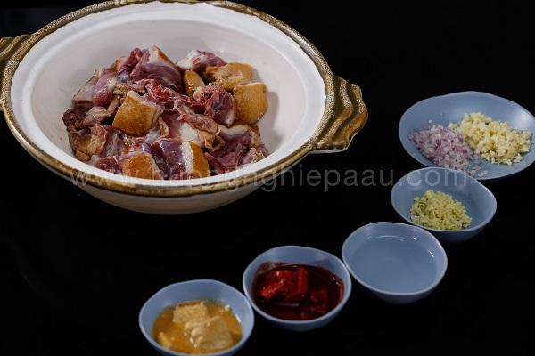 ướp thịt vịt với các loại gia vị