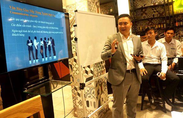 Chương trình training kỹ năng giao tiếp và ứng xử trong ngành dịch vụ