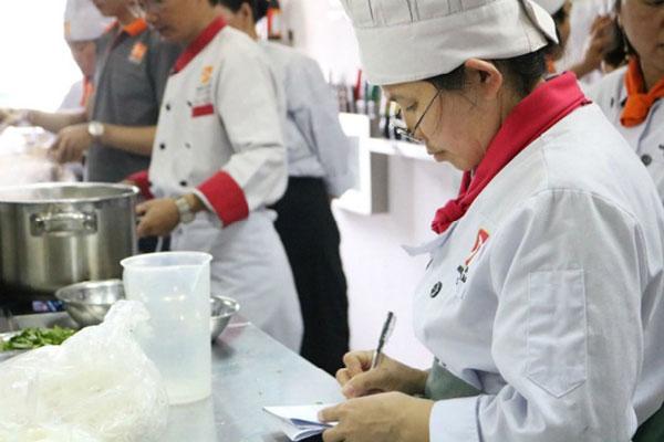 đam mê nghề bếp dù ở độ tuổi nào