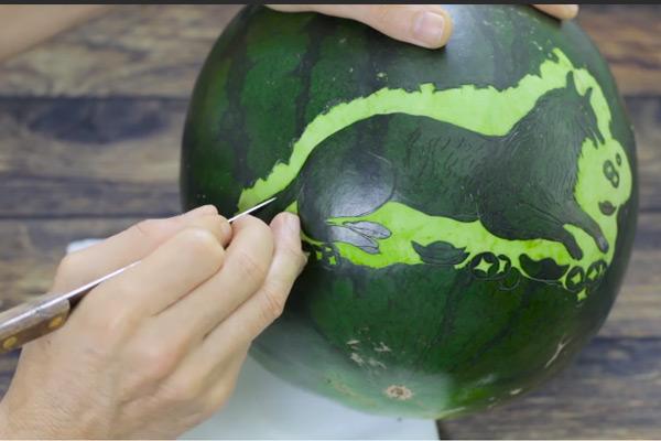 Cạo hình tỉa cho rõ nét hình con vật