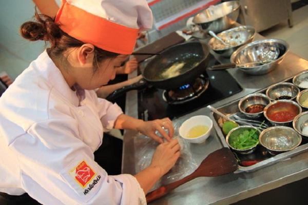 Dạy nấu ăn gia đình – Gắn kết yêu thương