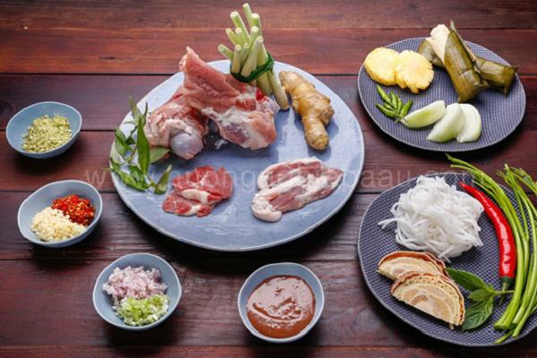 Một số nguyên liệu để nấu bún bò Huế