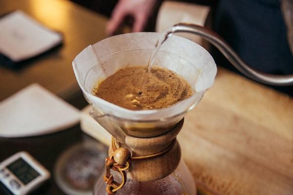 Pha cà phê bằng giấy lọc