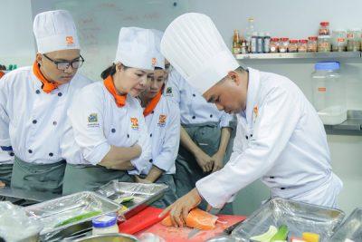 Tiết học về chế biến Shashimi từ cá