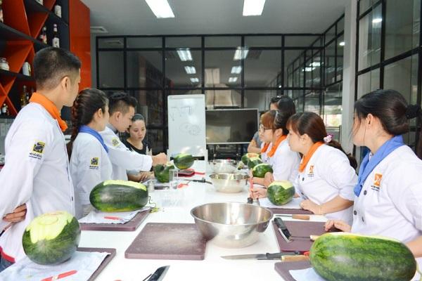 khóa học cắt tỉa trái cây tại hoidaubepaau