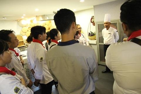 bếp phó nhà hàng trao đổi kinh nghiệm làm việc