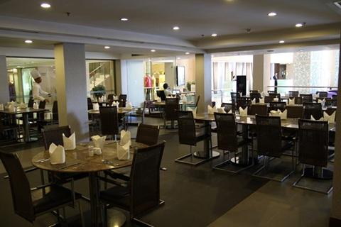 không gian nhà hàng eastin grand saigon