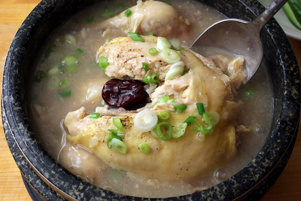 Hướng dẫn làm gà tần sâm Hàn Quốc – Samgyetang