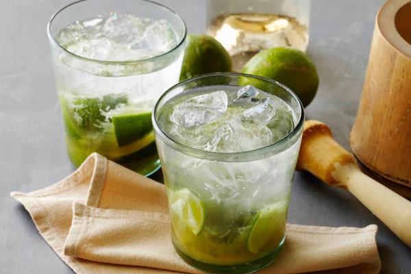 cocktail caipirinha với gừng