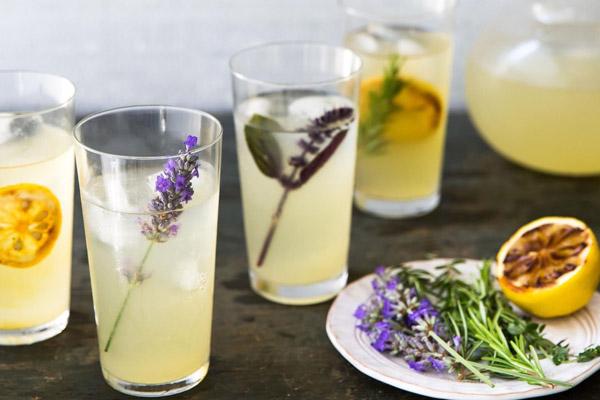 Cocktail Rosemary Lemonade