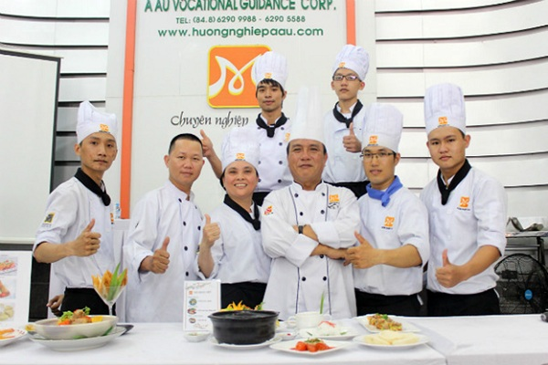 học làm bếp trưởng bếp Việt