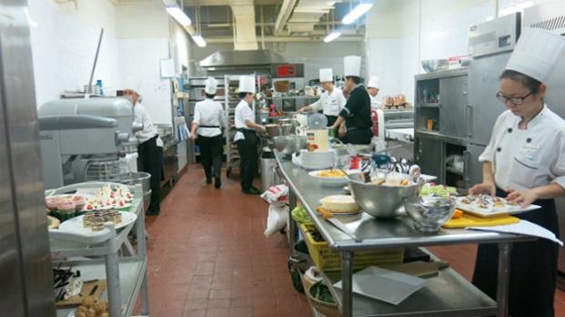 tham quan môi trường bếp chuyên nghiệp