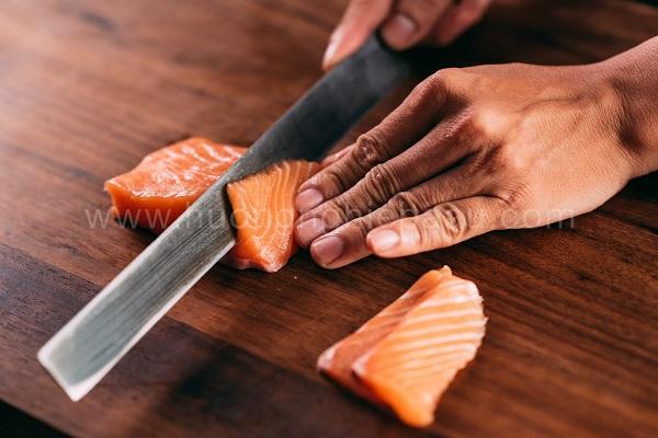 cắt sushi