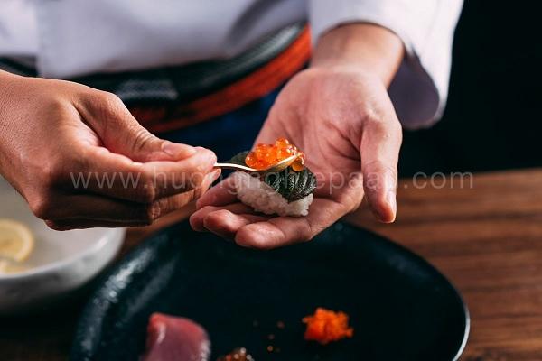 nigiri sushi trứng cá hồi