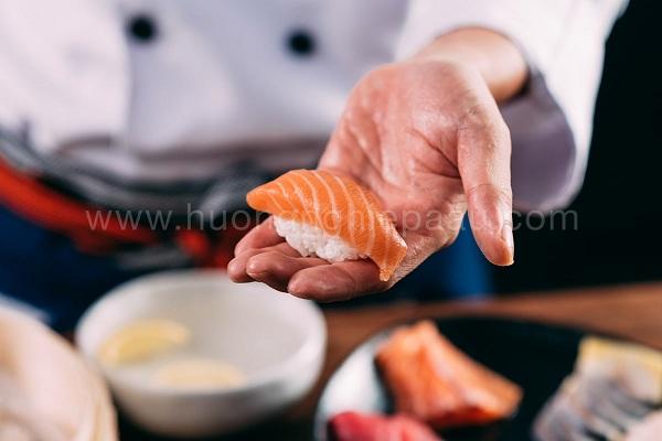 sa-mon nigiri sushi