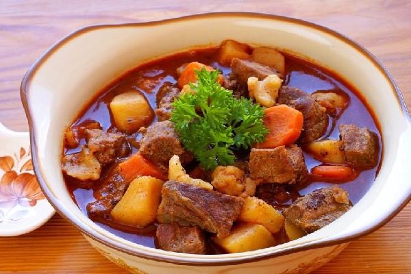 Hướng dẫn cách làm bò hầm khoai tây ngon đúng điệu