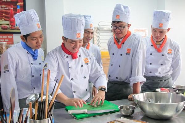 Lớp học nghề đầu bếp