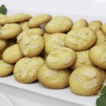 bánh almond cookies