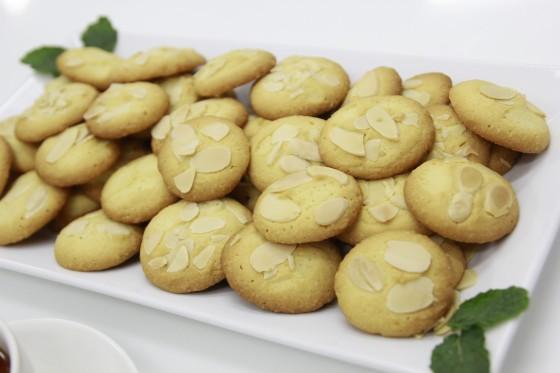 bánh almond cookies
