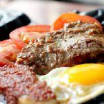 Bò bít tết trứng