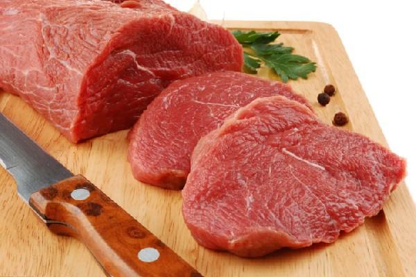 Rửa sạch và thái thịt bò