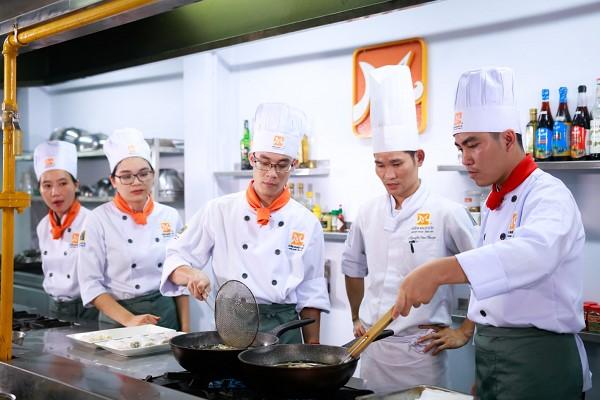 Lớp học nấu ăn buổi tối