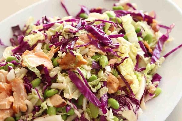 Trình bày salad cá ngừ