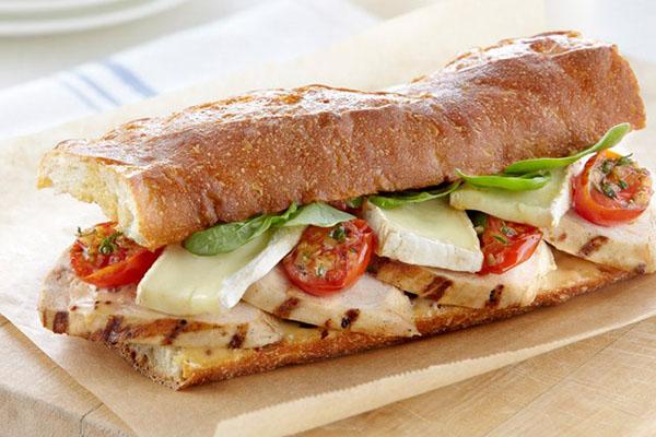 sandwich thịt xông khỏi