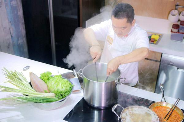 Đầu bếp võ quốc trên truyền hình