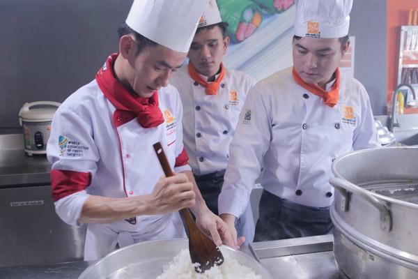 Cách nấu cơm tấm để bán