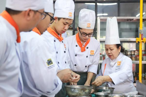 Học nấu món việt