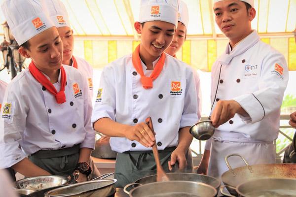 Lớp học cách nấu lẩu bò mở quán