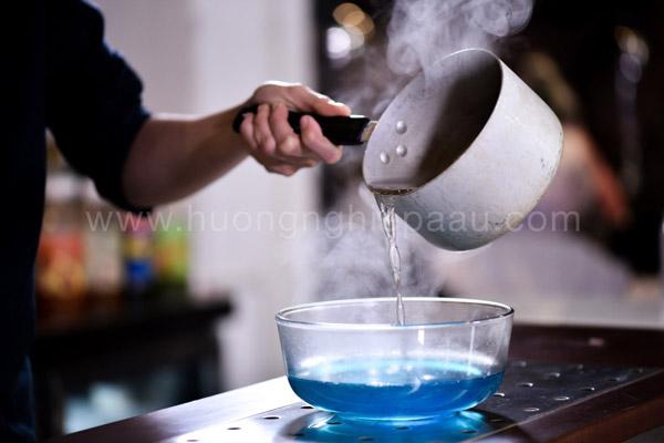 Nấu thạch rau câu màu xanh biển