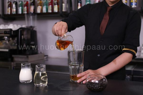 Nước cốt trà đen sau khi ủ
