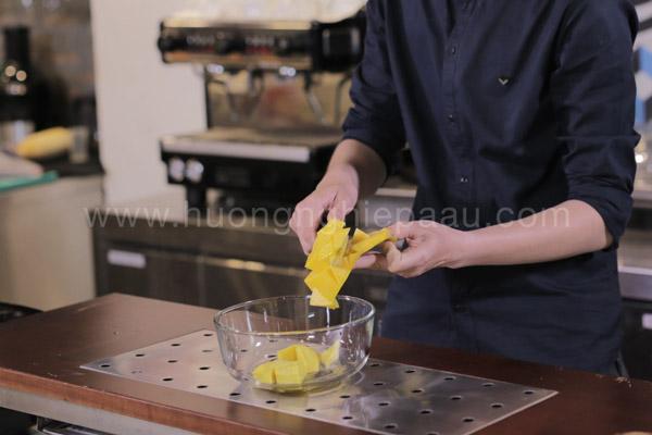 Cách tách thịt xoài đơn giản