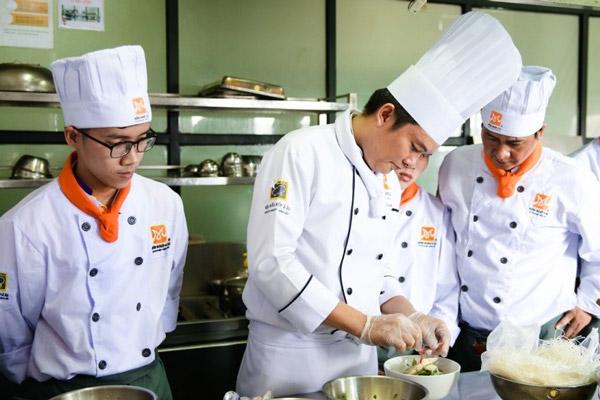 Học bí quyết nấu hủ tiếu