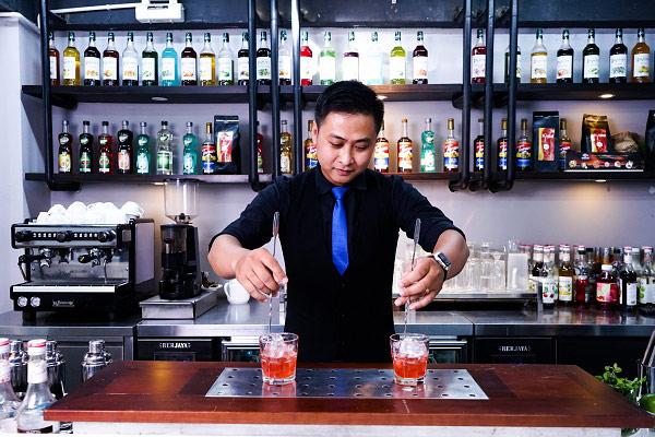Học nghiệp vụ bar trưởng