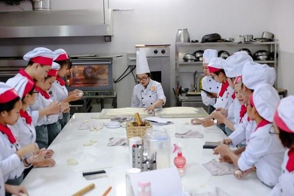 Lớp học bếp bánh