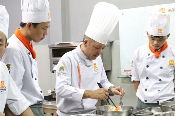 Học nấu cơm gà xối mỡ