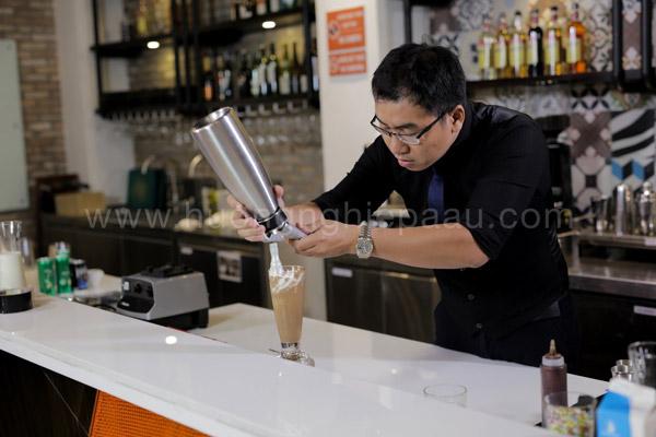Thức uống hấp dẫn với lớp kem tươi béo
