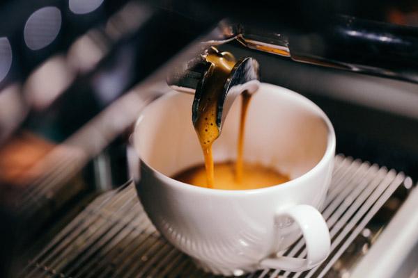Chiết xuất cà phê Espresso bằng máy