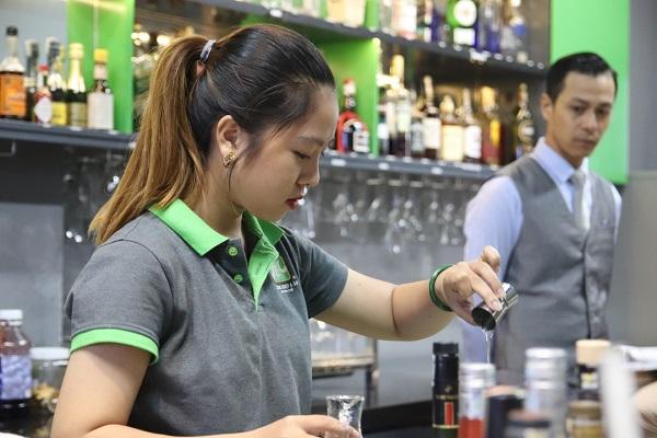 nghề Bartender cũng rất phù hợp
