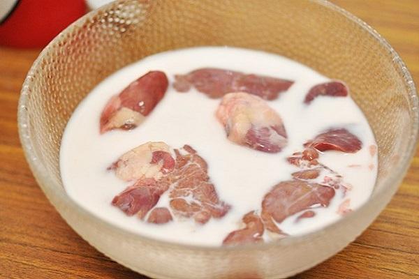 ngâm thịt với sữa