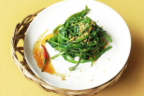 cách làm rau muống xào tỏi đơn giản