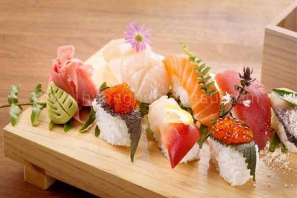 sushi món ăn châu á